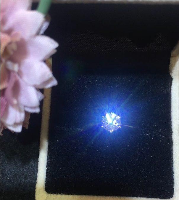 Bring sunshine to your loved one with a #eClarity Gemologist Selection diamond