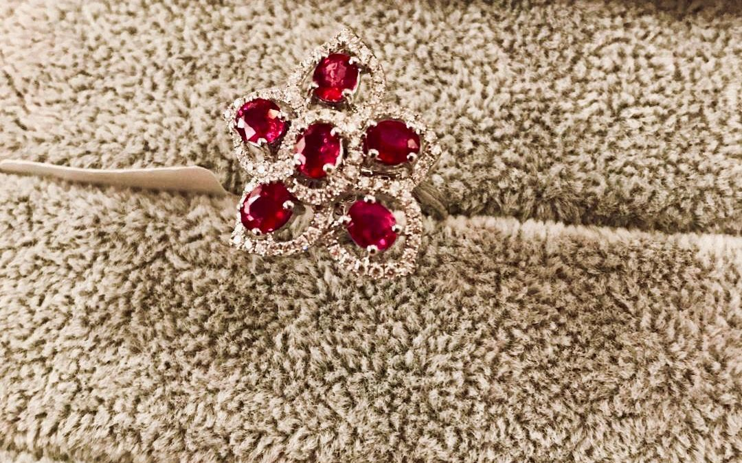 eClarity's Exclusive Collection – Oval-shaped Ruby Ring